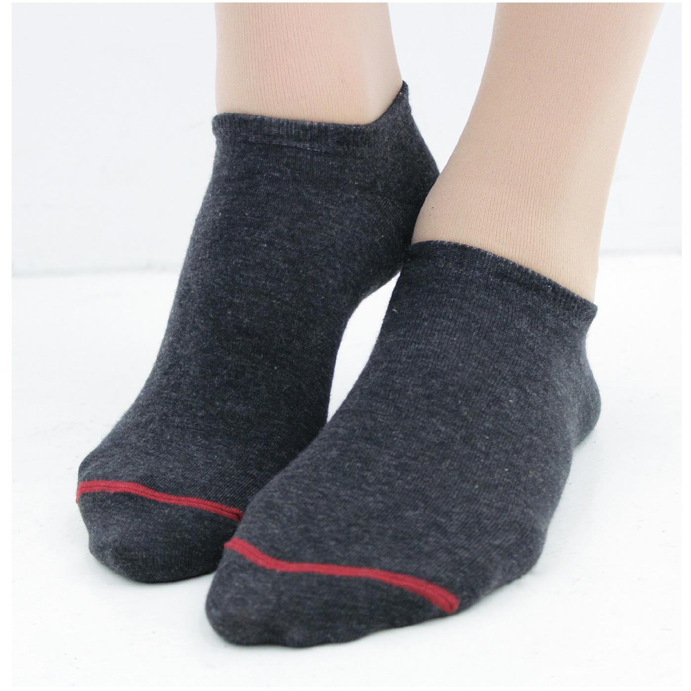 靴下は抗菌防臭の綿混でブーツの足汗対策にも◎。