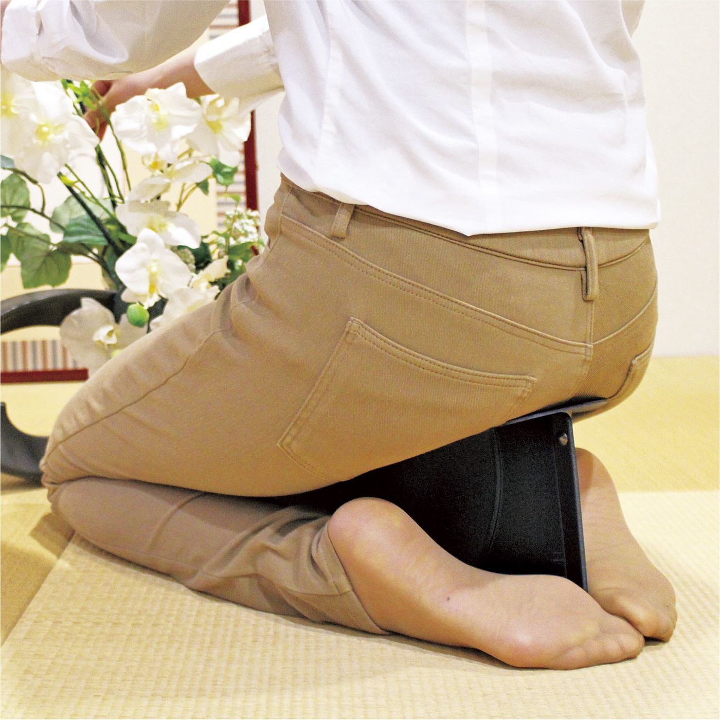 おけいこでしびれてしまう足に パタッと折りたためて持ち運びに便利な正座いす