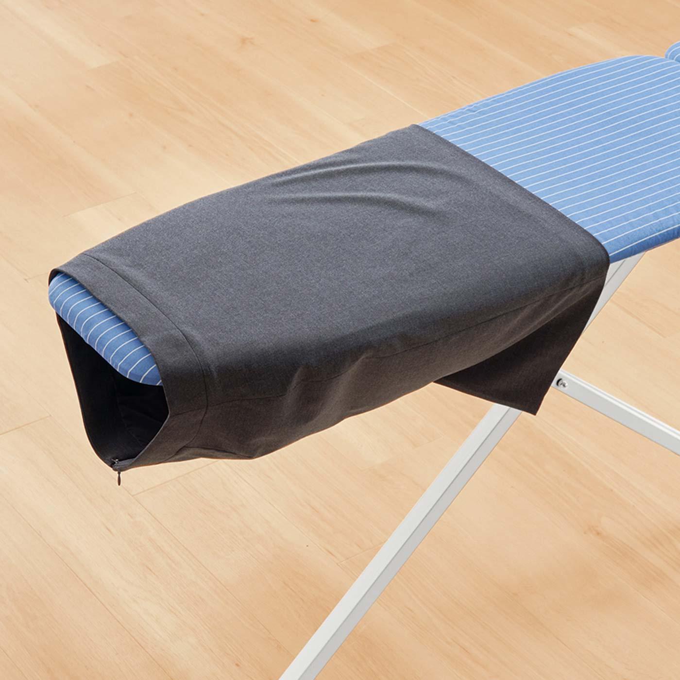 特殊な脚構造で筒状のスカートもアイロン台の先端にすっぽり入ってかけやすい。