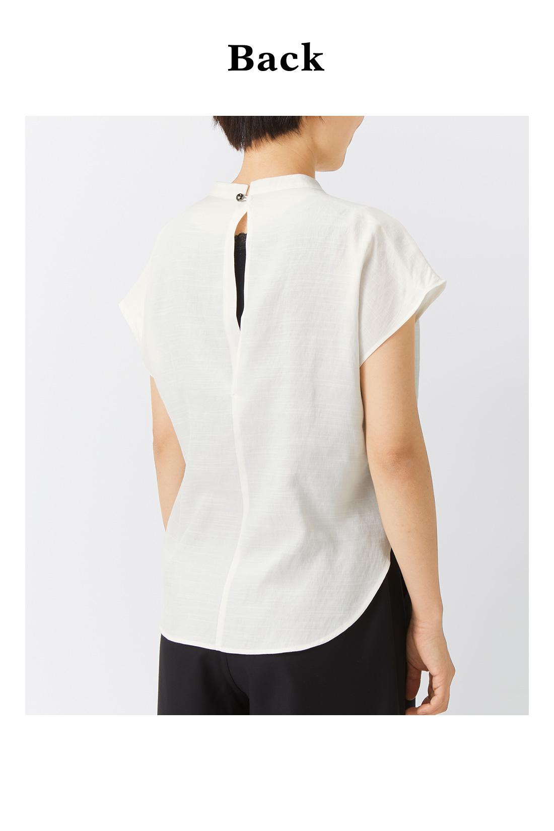 前はドッキングでフロントイン風、後ろはひらりとパンツに重なって、自然に腰まわりをカバー。 ※着用イメージです。お届けするカラーとは異なります。