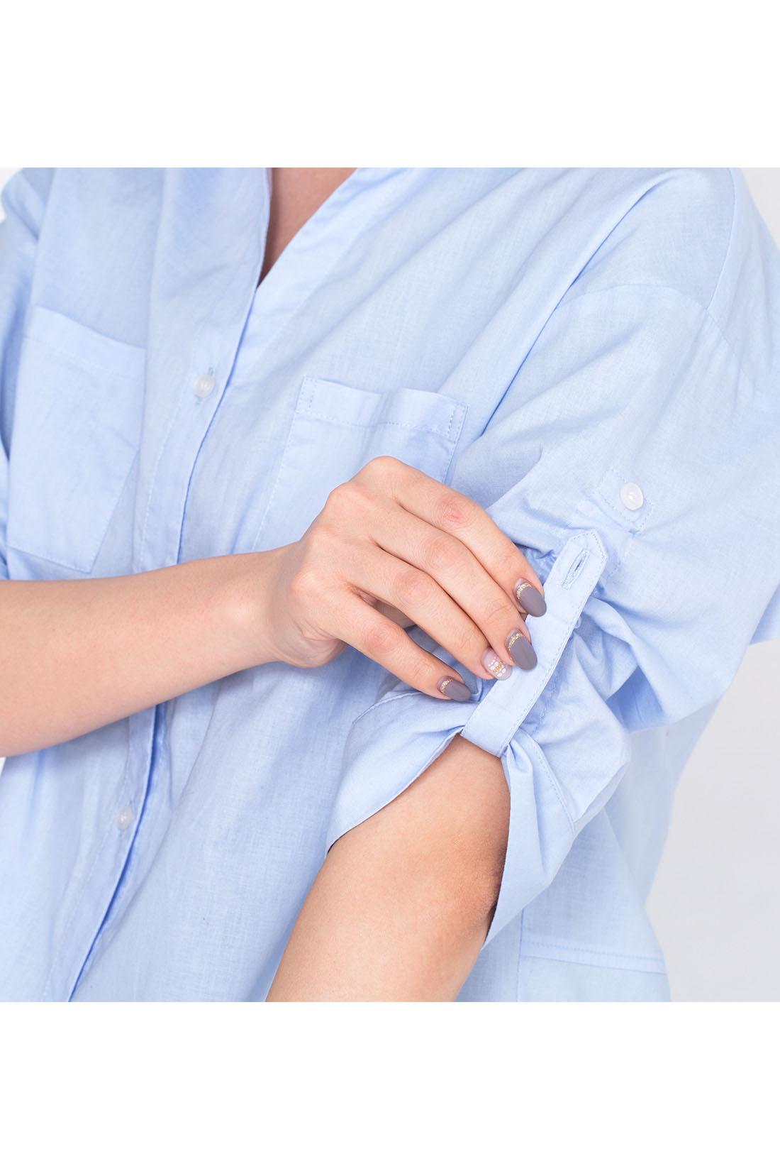 袖の内側のベルトを引っぱると、袖をプッシュアップできる技あり仕様。