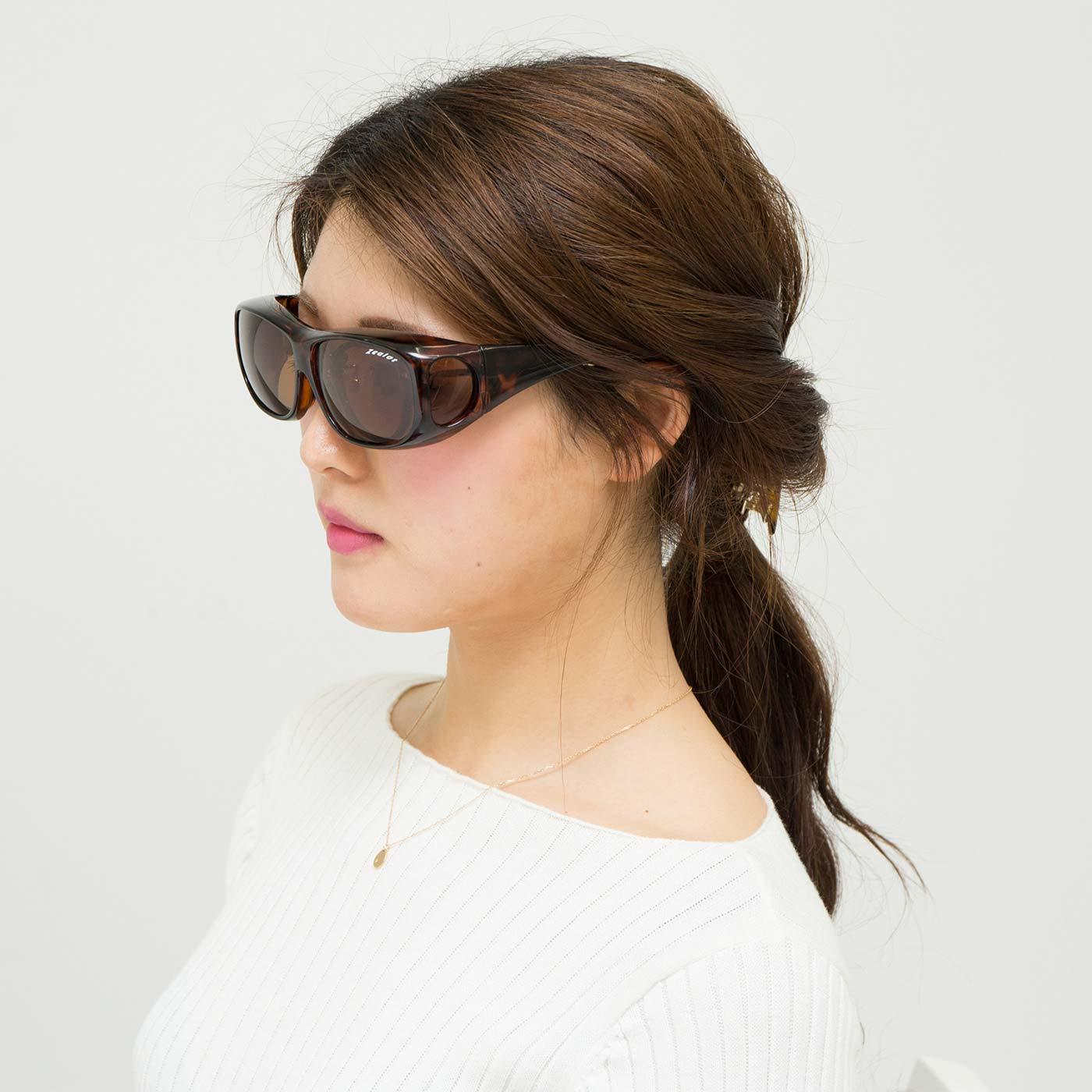 フェリシモ 眼鏡の上からOK! 全方向からしっかり守る UV&偏光レンズのサングラス