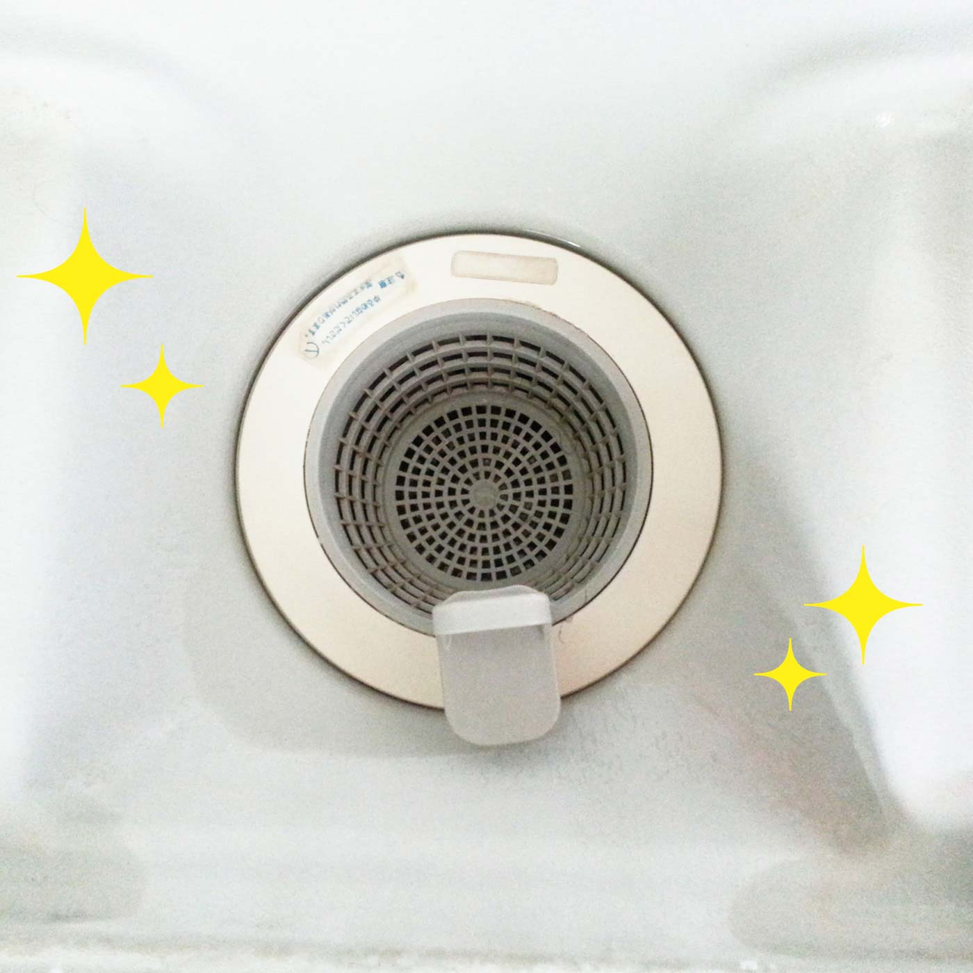 【浴室の排水口に】掃除後乾いた状態でスプレー。2週間後もきれいをキープできます。 ※使用条件により効果は異なります。