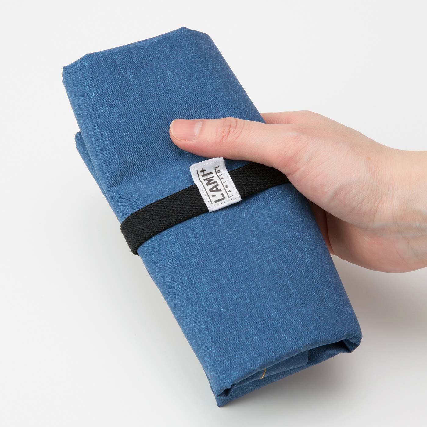 ゴムバンドでコンパクトにまとめてバッグに常備。