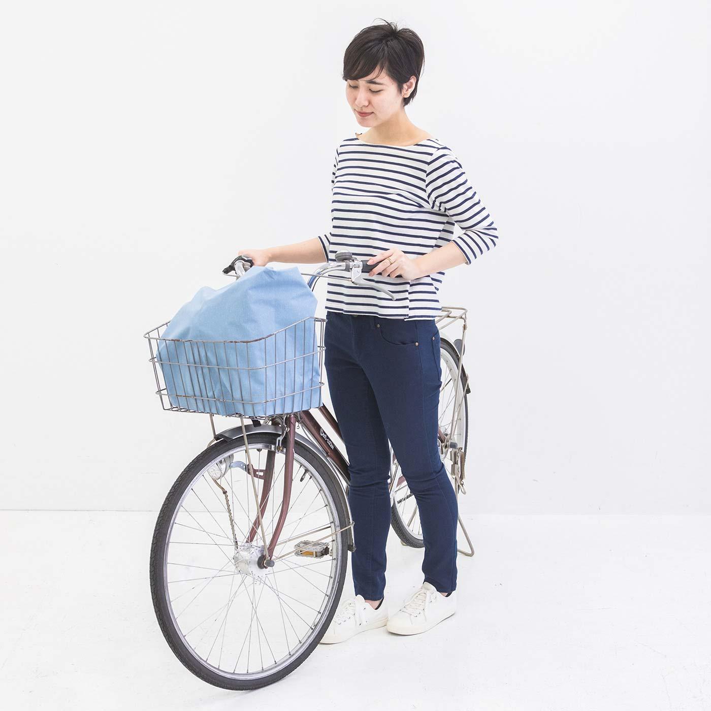自転車の前かごを覆う。