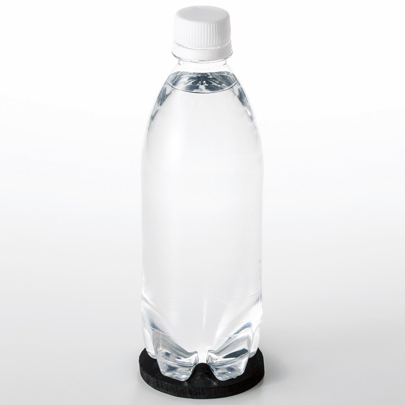 500~600mlのペットボトルにぴったり。底上げシートを底に敷けば少し短いペットボトルも収納できます。