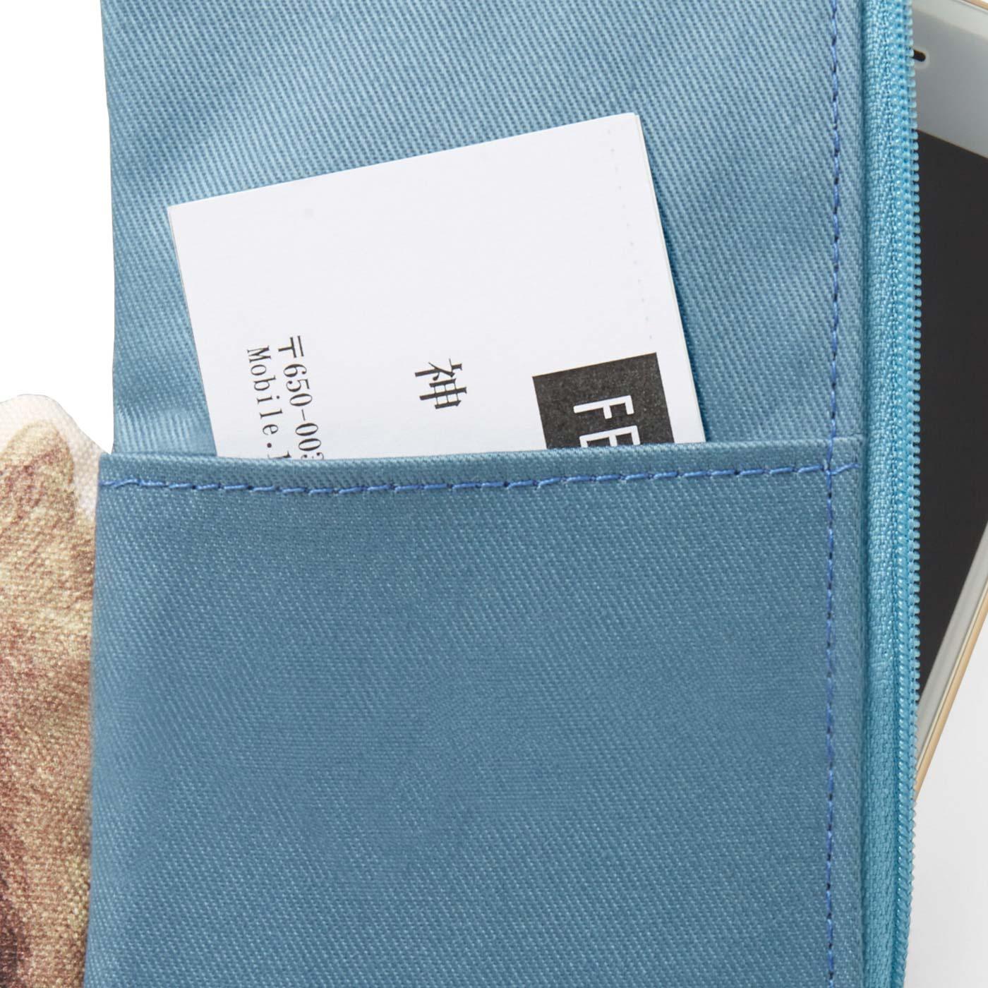 後ろポケットには名刺も入るよ。