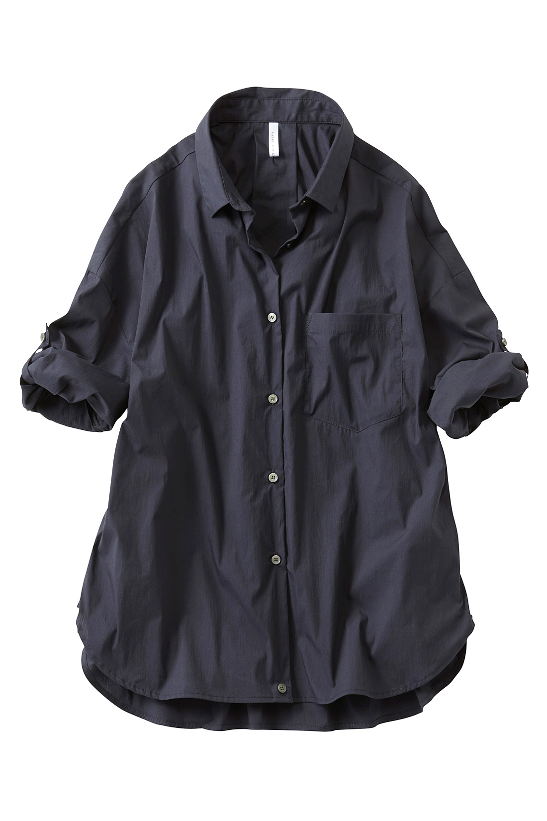 袖はターンアップできるボタン付き。