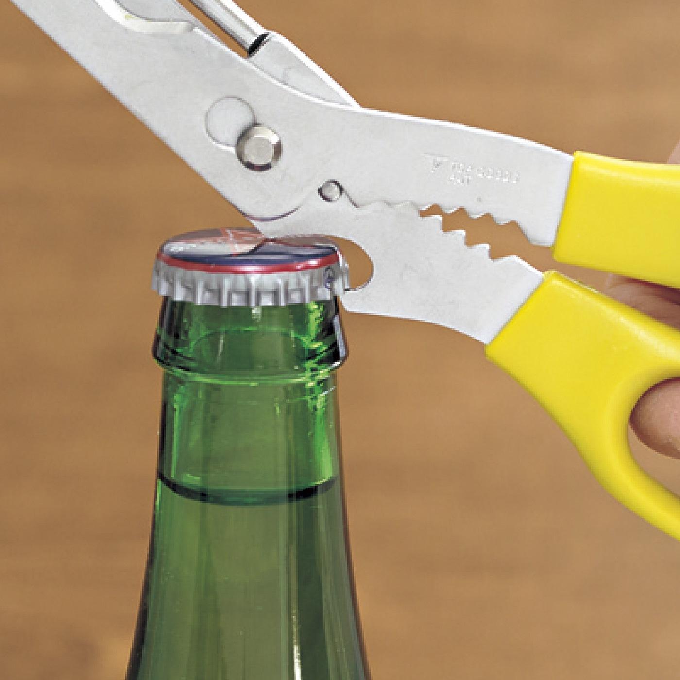 【5】ジュースなどの栓を抜く。