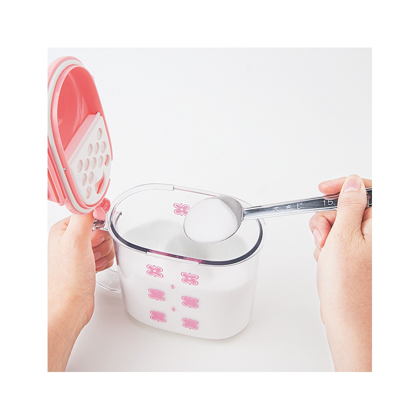 計量スプーンを使うときはさっとオープン。
