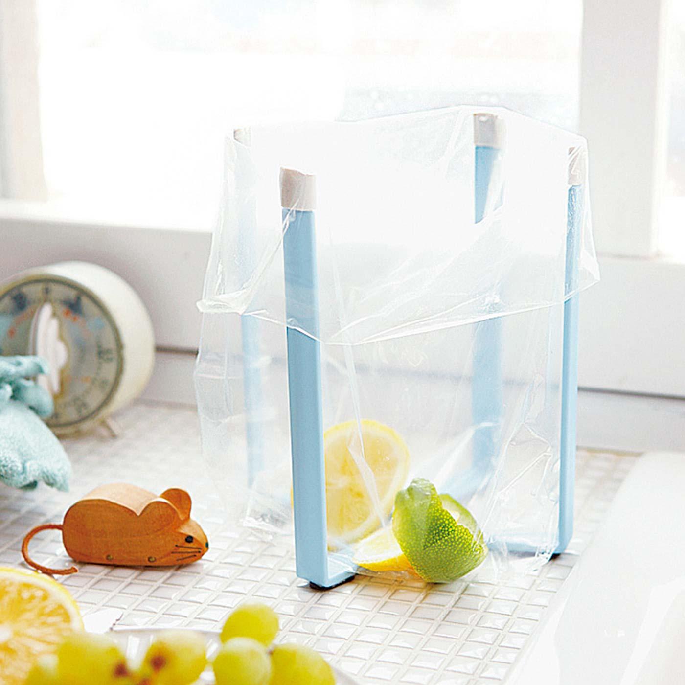 ポリ袋をセットすれば簡易ゴミ箱に。