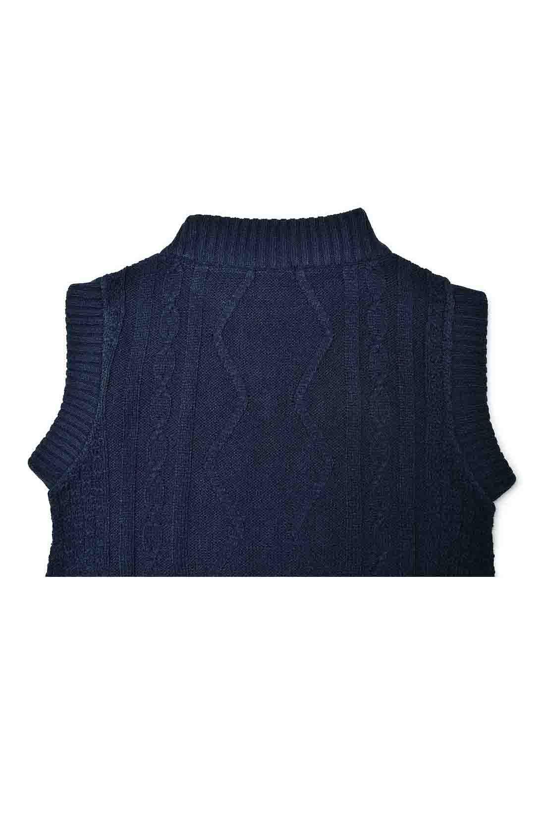 後ろにはぽこっとした編み模様がなくスッキリとした印象に仕上げました。
