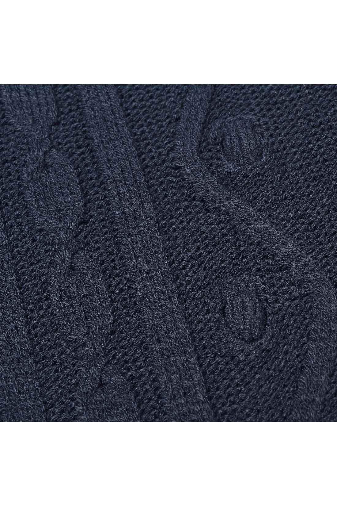 ぽこっと立体的に編んでいるので、両サイドに小さな穴があります。