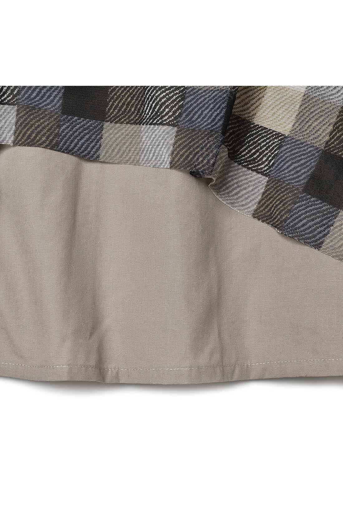 【裏地は布はく素材。】 やわらかなチュールがいい感じのボリュームになるように、裏地にはややハリのある布はく素材を選んでいます。