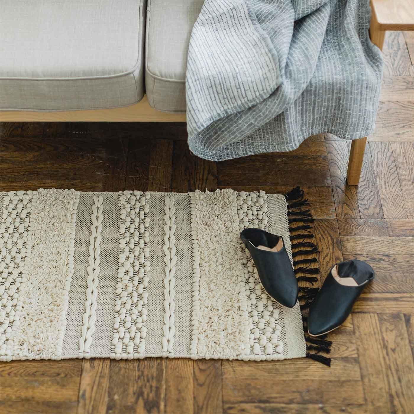 手織りならではのポコポコした表情 素足でも心地よいコットンマット