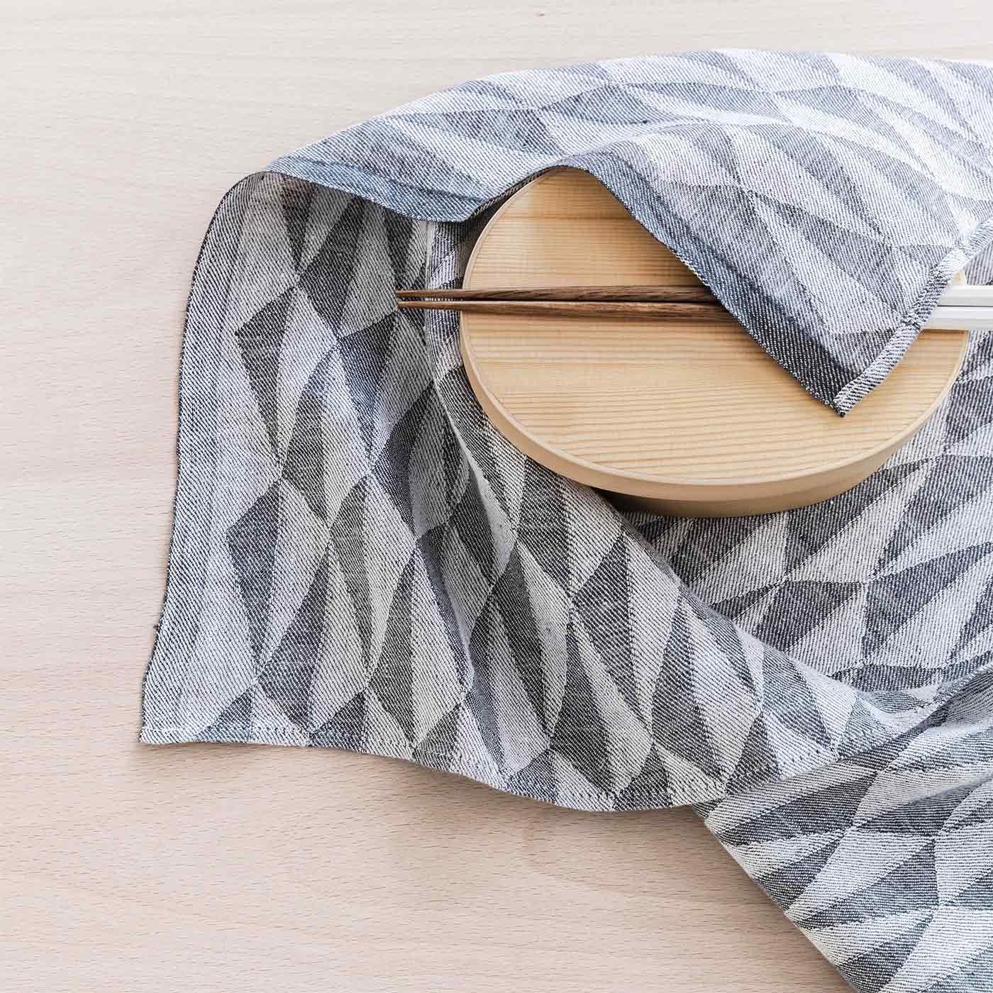 お弁当包みやハンカチにも 幾何学模様のマルチなクロス/LAPUAN KANKURIT〈ラプアン カンクリ〉