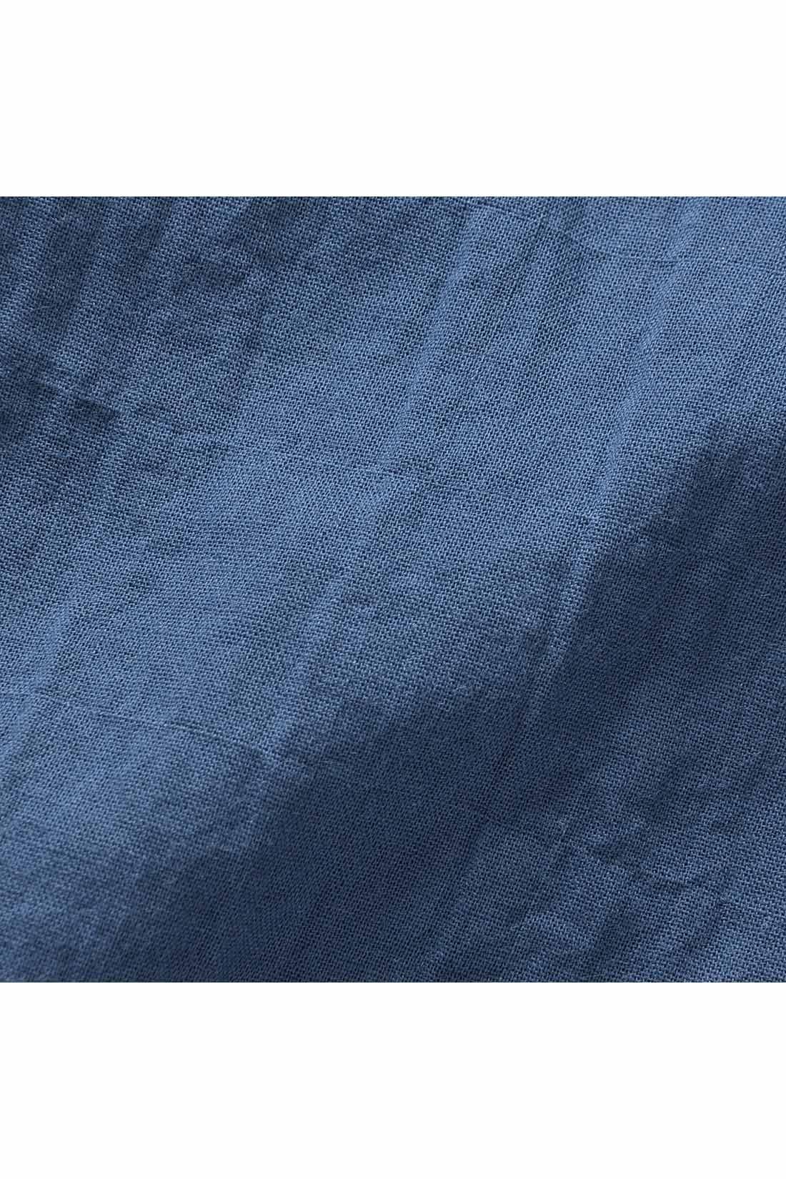 軽やかな薄手のコットン素材にストレッチ糸を入れて、ポコポコした肌ざわりのいい表面感を作りました。