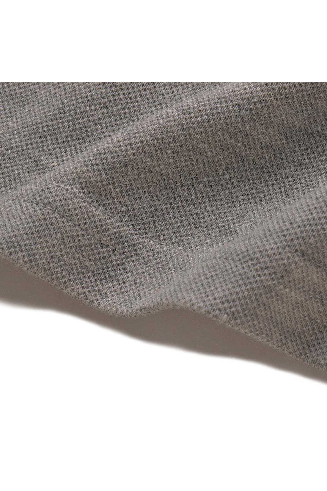 綿ポリエステル素材のかのこで仕上げているから、もたつかず薄すぎないさらっとさわやかな着心地。