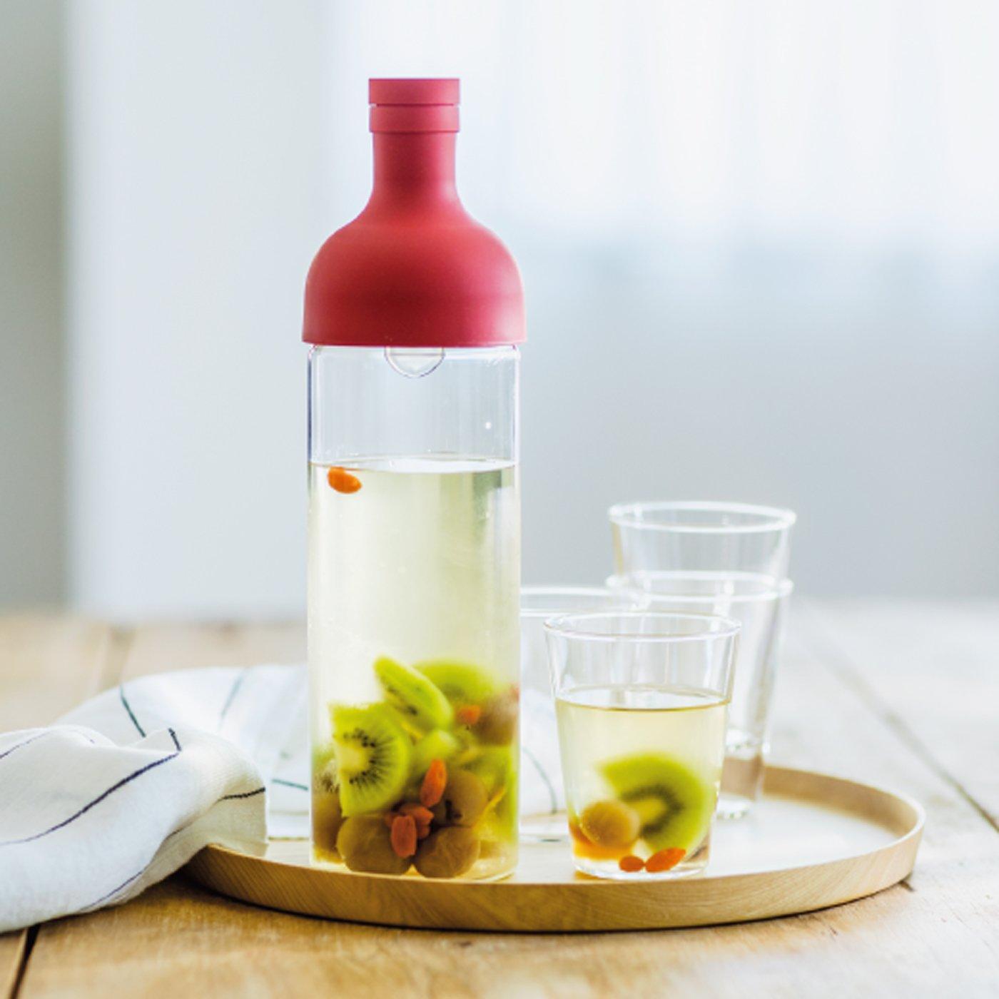 冷蔵庫でも食卓でも水出し茶フィルターインボトル