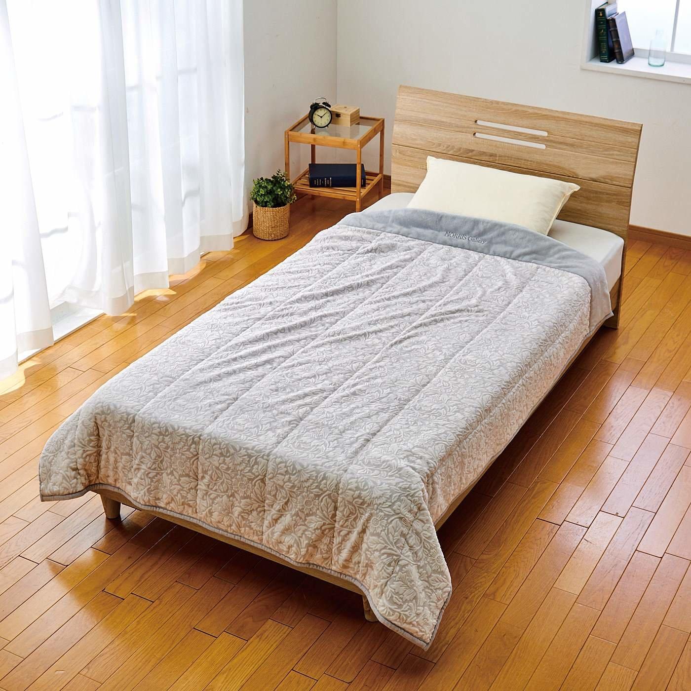 ピュアモリス カービングデザインが贅沢な眠りを 洗える合繊肌掛けふとん ピュアポピー柄〈シングル〉