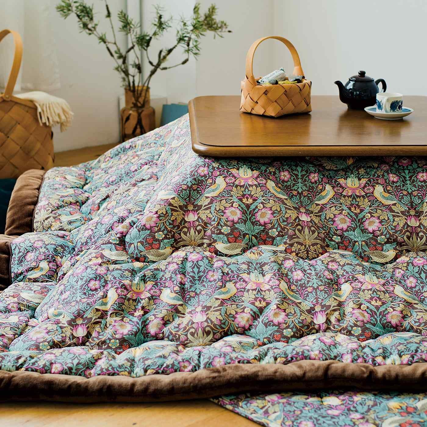 V&A Arts&Crafts collection こだわりインテリアで素敵空間でぬくぬく冬ごもり こたつ掛けふとん いちご泥棒〈正方形〉