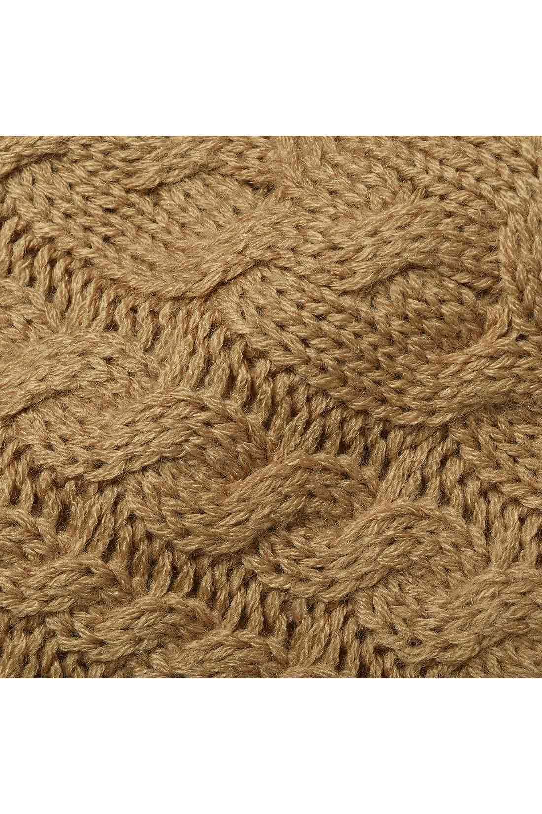 太い糸を使ったニットらしいざっくり編み。ボリューム感があって暖か。