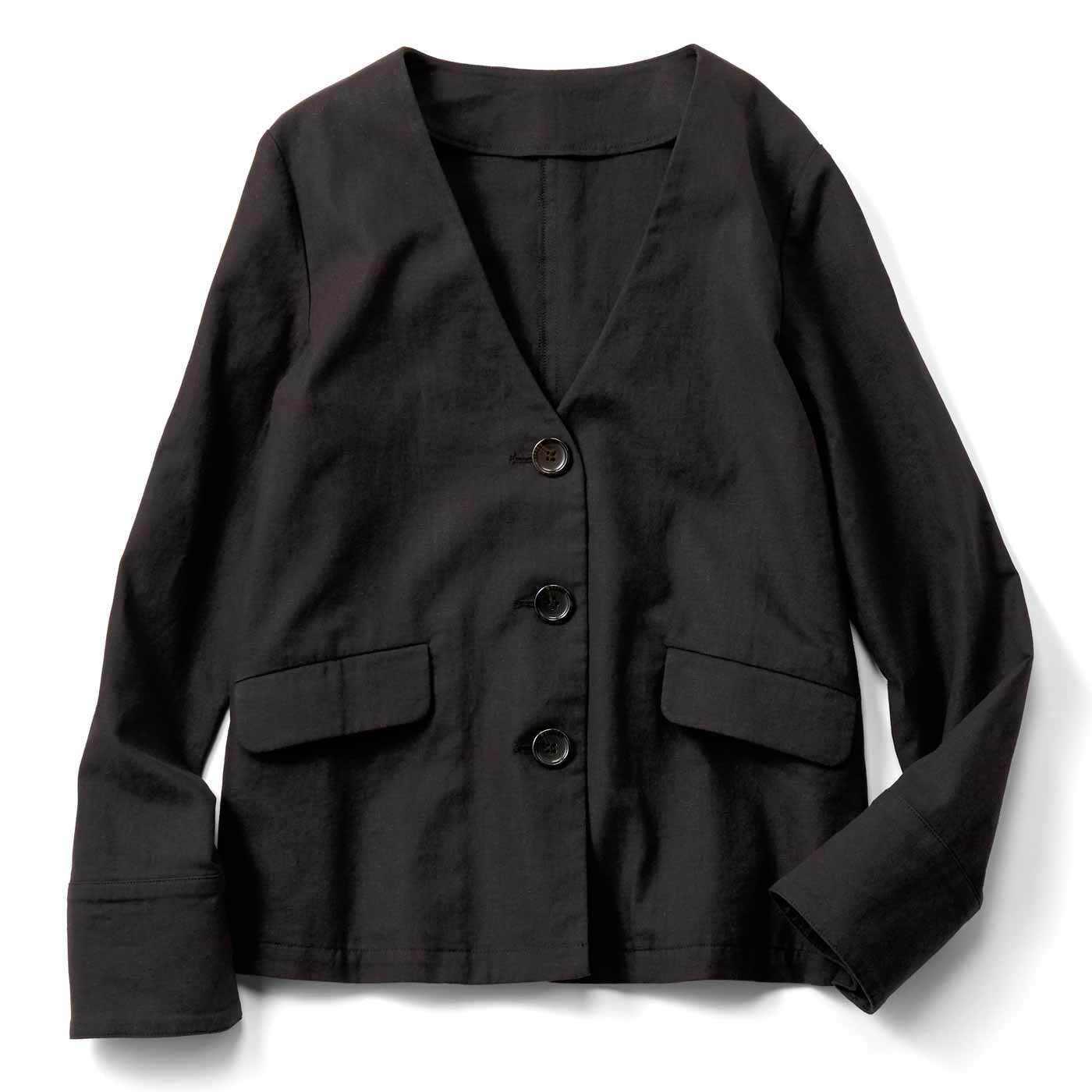 すっきりノーカラーの麻混ジャケット