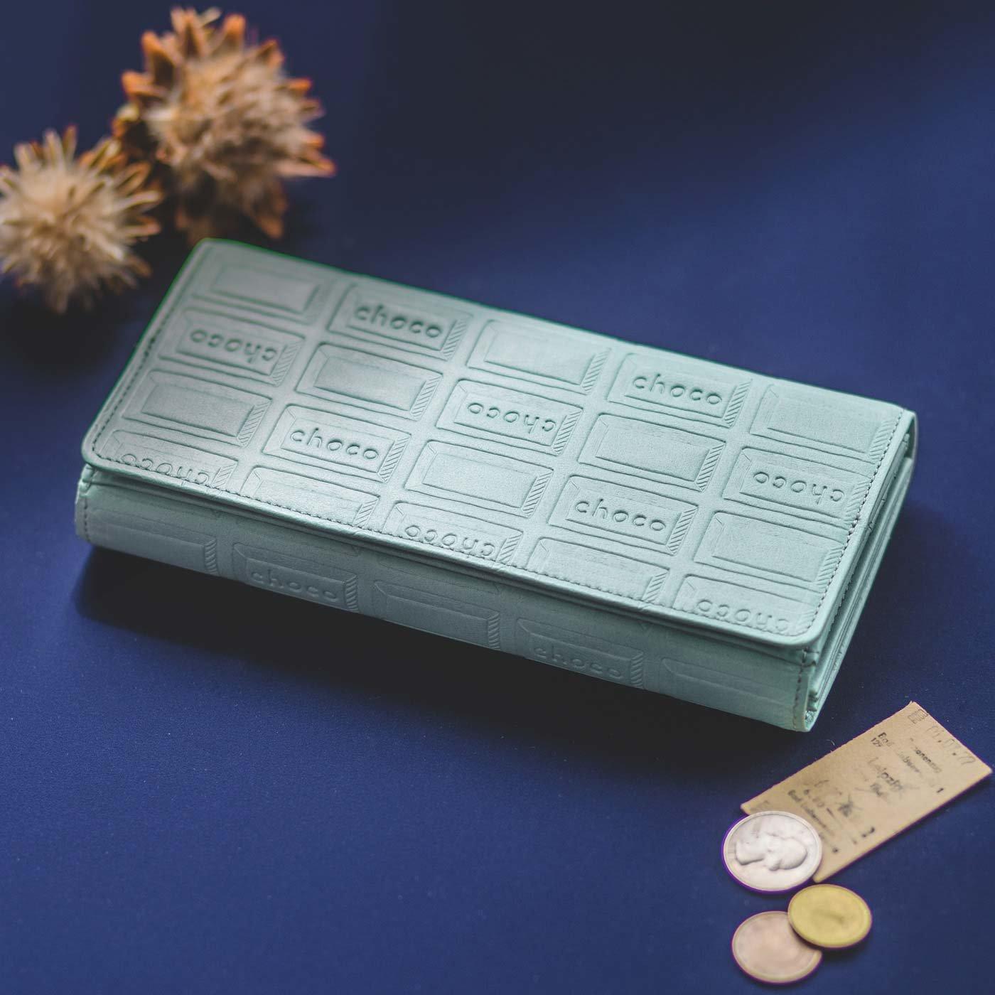 チョコレートバイヤーとコラボ! チョコ型押しで誂(あつら)えた 気配りいっぱい大人長財布〈ブリーズブルー〉[本革 財布:日本製]