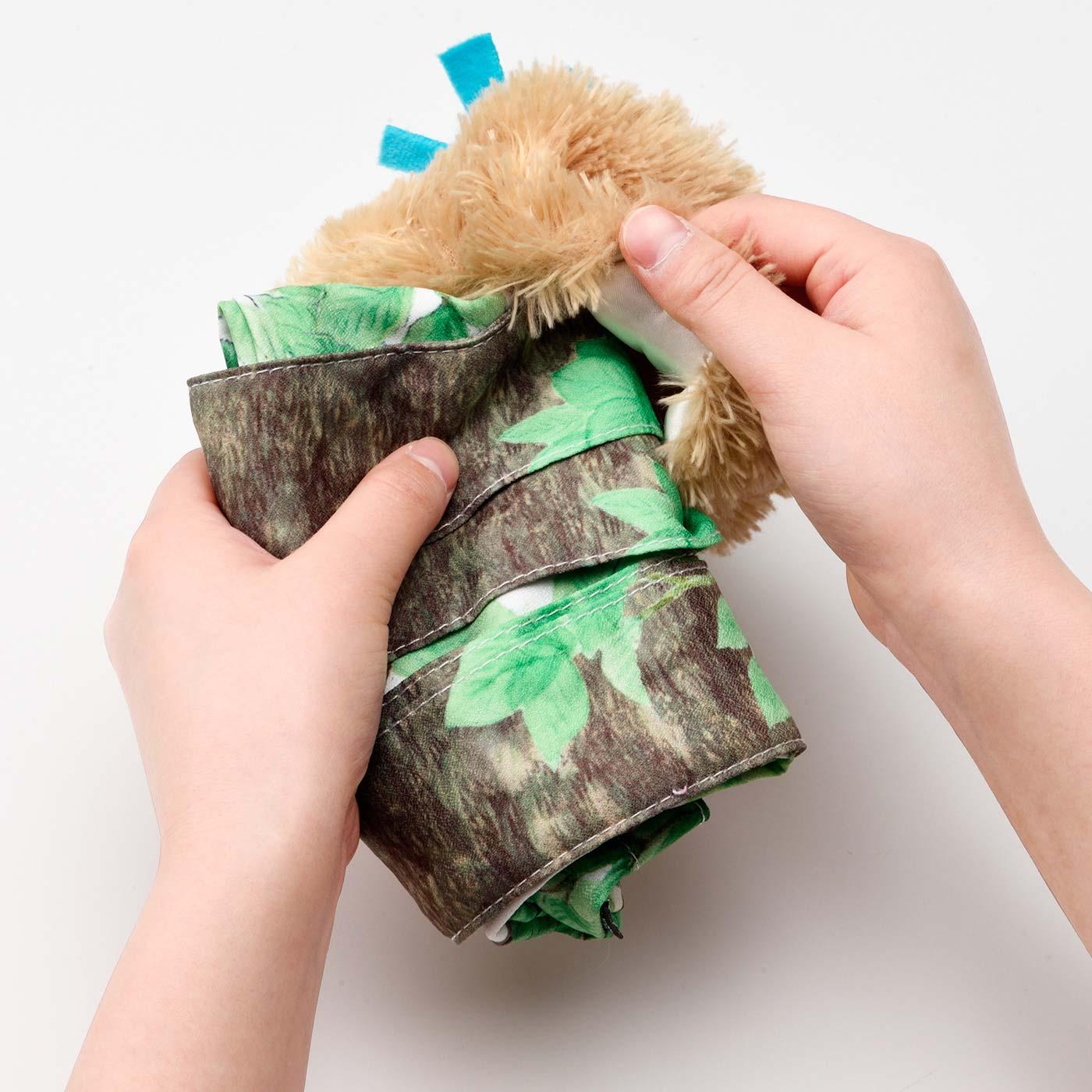 小鳥の裏側にバッグをしまい込んで…… ※小鳥とバッグはくっついています。