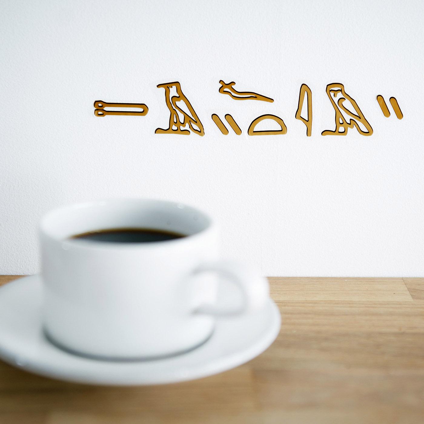 訳:CAFE TIME アルファベットのように組み合わせて使えるヒエログリフシールで好きな単語を作ろう。