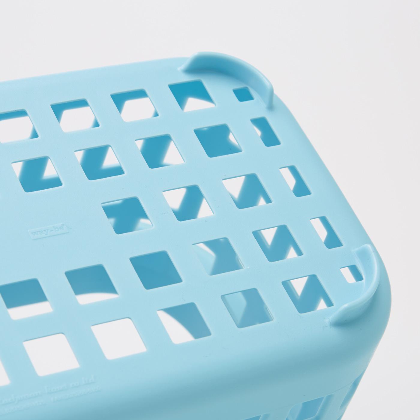 ミニバスケットの底面は、通気性、水ぎれがよいメッシュ状。