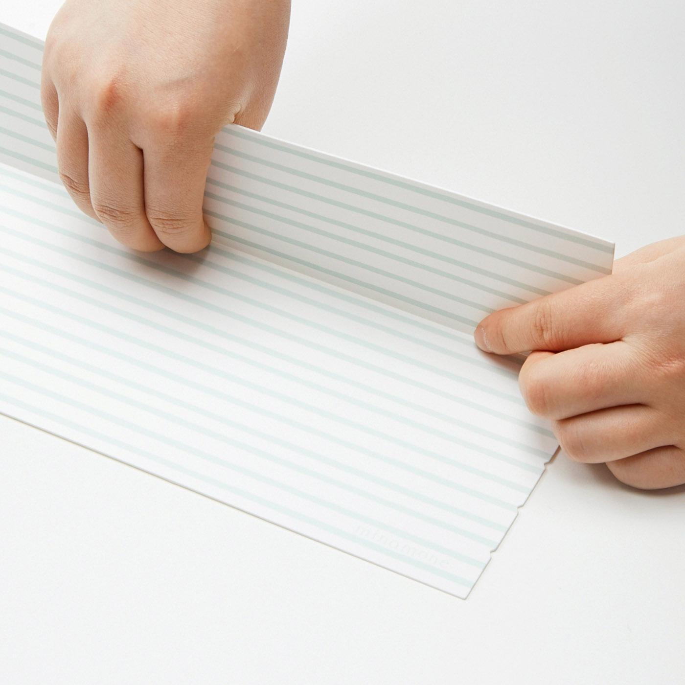 折れ線にそってL字形に折って使用します。