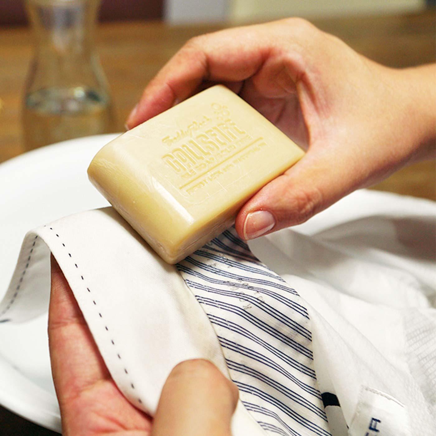 HOW TO USE(3)胆汁せっけんを塗り込みます。