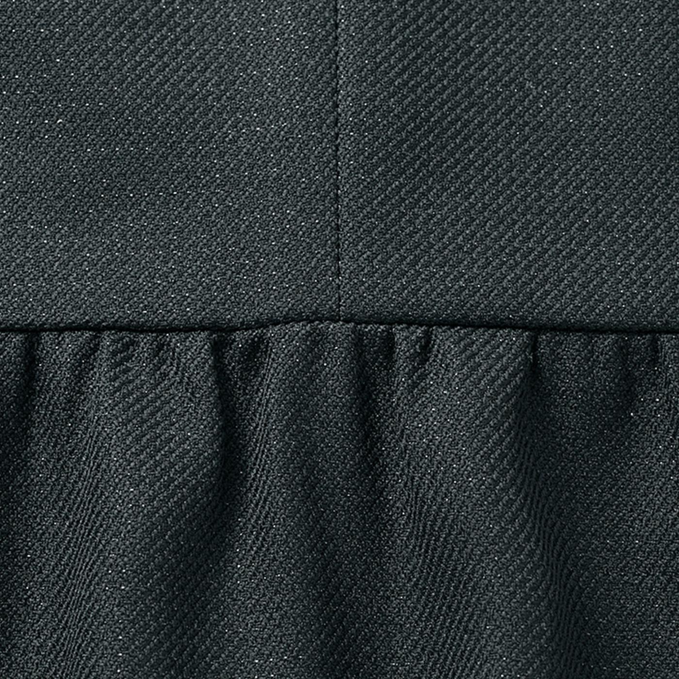 きちんと感のあるコンパクトなジャケットは、ウエスト切り替えのふんわりギャザーでやわらかな女性らしさも演出。