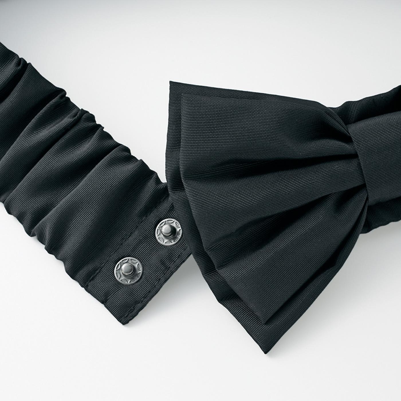 リボンを前にしたり後ろにしたり、リボンベルトをスナップで取り外してシンプルに着こなしても。