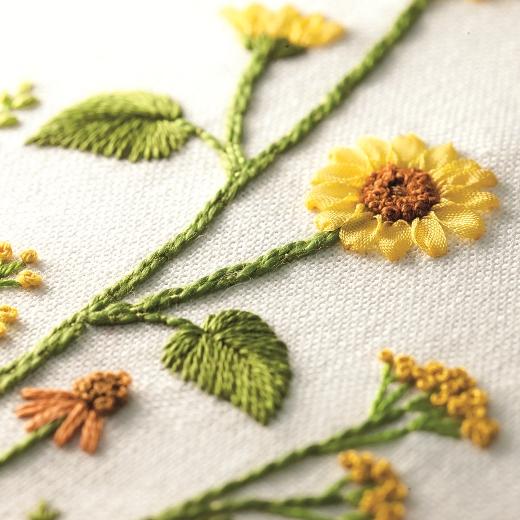 刺しゅう糸やリボンで表情豊かに仕上がります。
