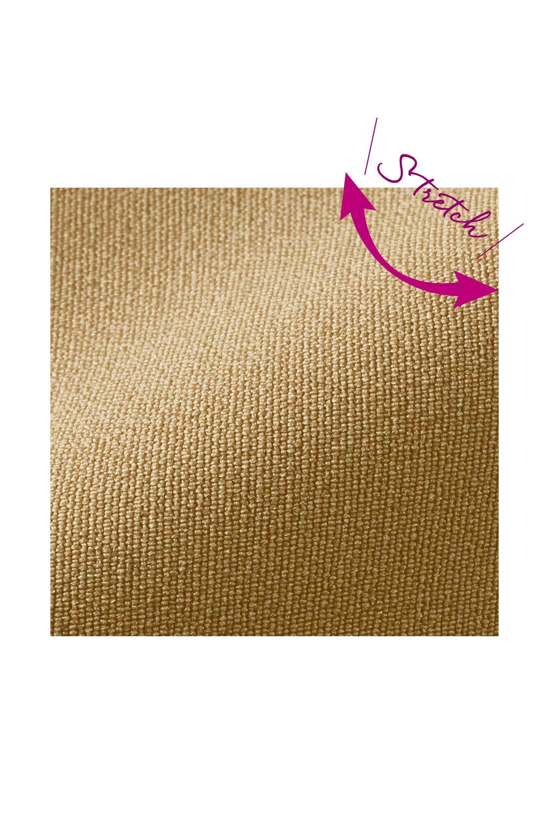高ストレッチ&安心感のある厚み ほどよい厚みと張り感のある布はく素材が、からだのラインをカバー。ストレッチ性も高いので、下半身をきれいに見せる細身のシルエットでも窮屈感なく、らくなはき心地です。