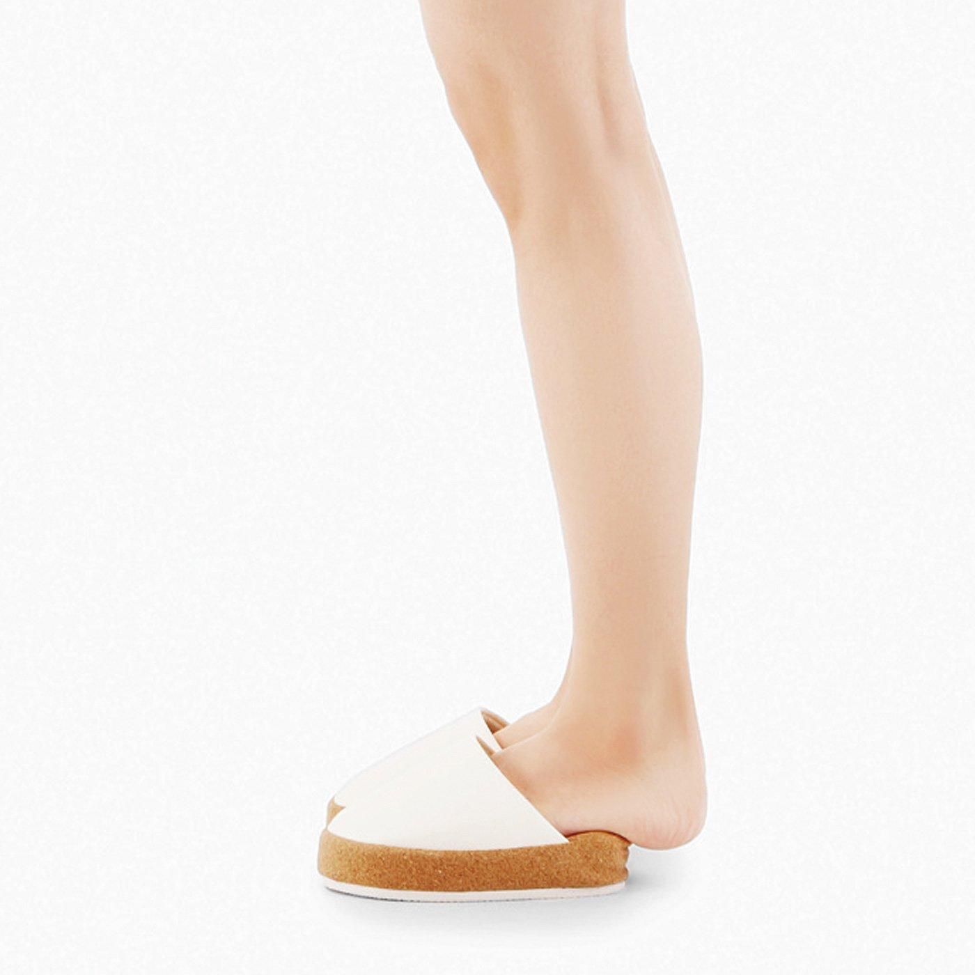 ウエスト・おしり・脚を意識! 青竹踏みで心地よく刺激 スラっとつま先立ちできるスリッパ〈ホワイト〉