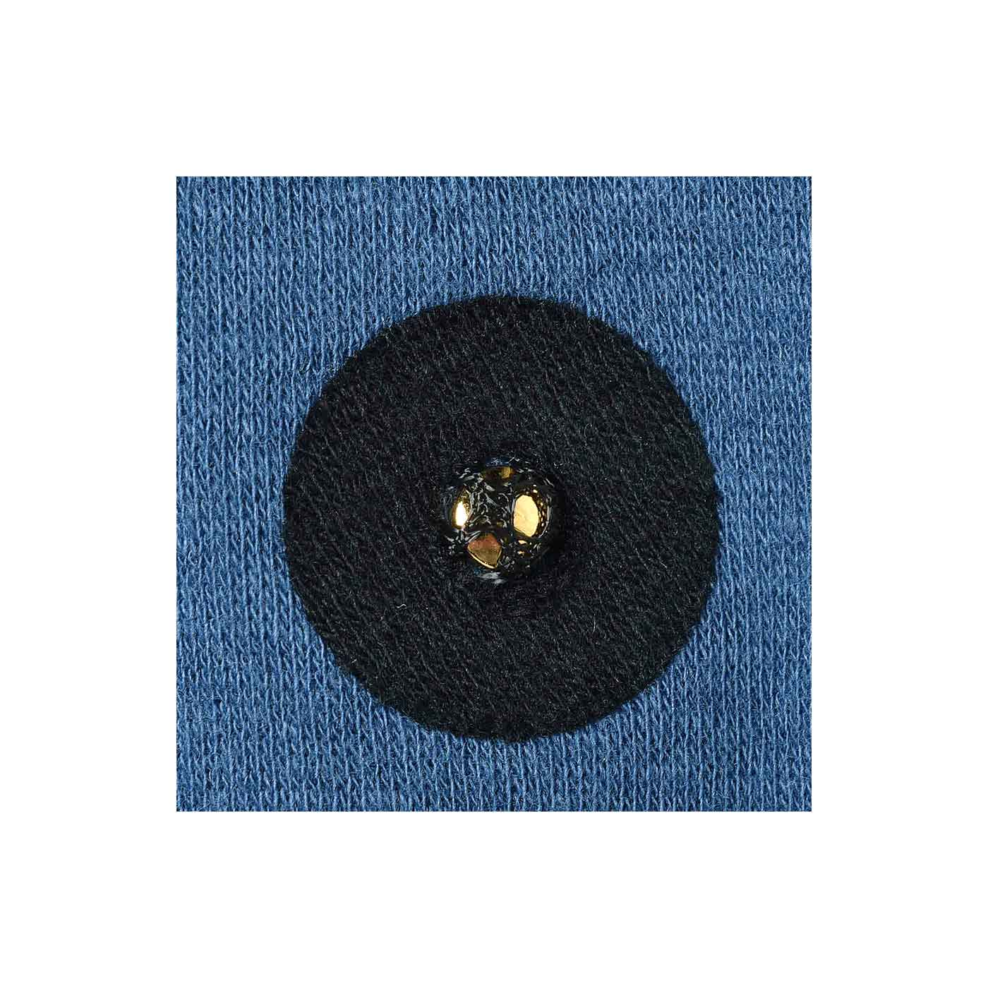 肩甲骨まわりに付いた磁石がじわ~っと凝りをほぐします。