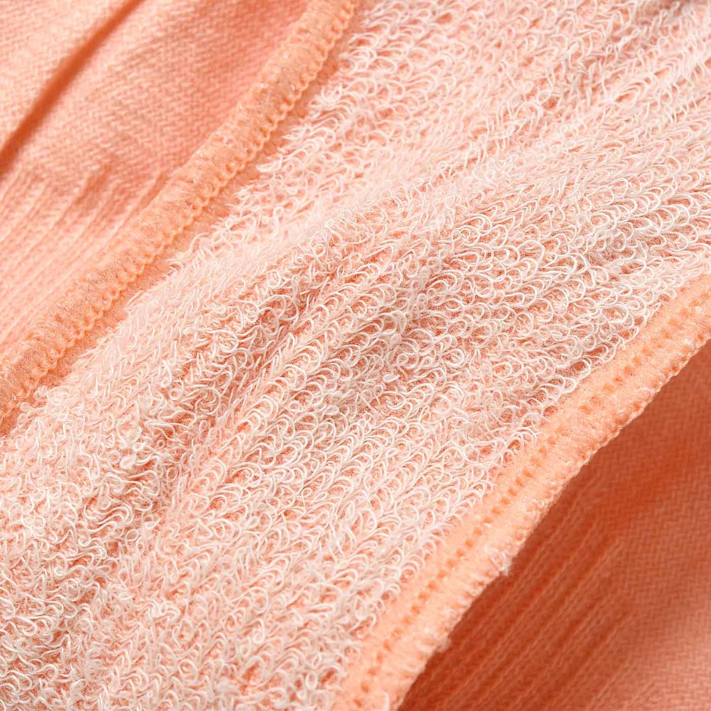 クロッチ部分は切り替えがなく、肌側がふわふわのパイル地でストレスフリー。