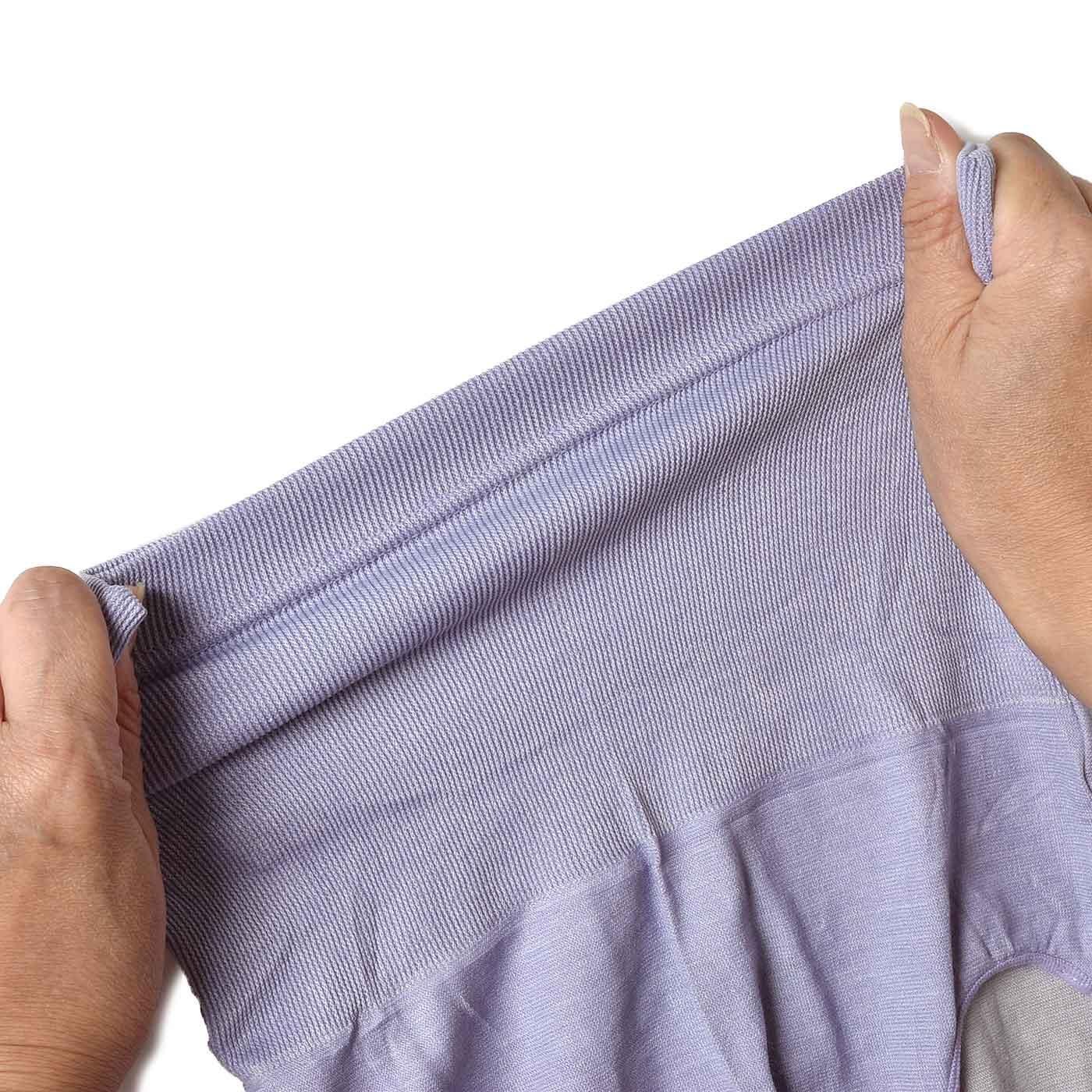 おなかまわりはリブ編みで、気持ちいいフィット感。