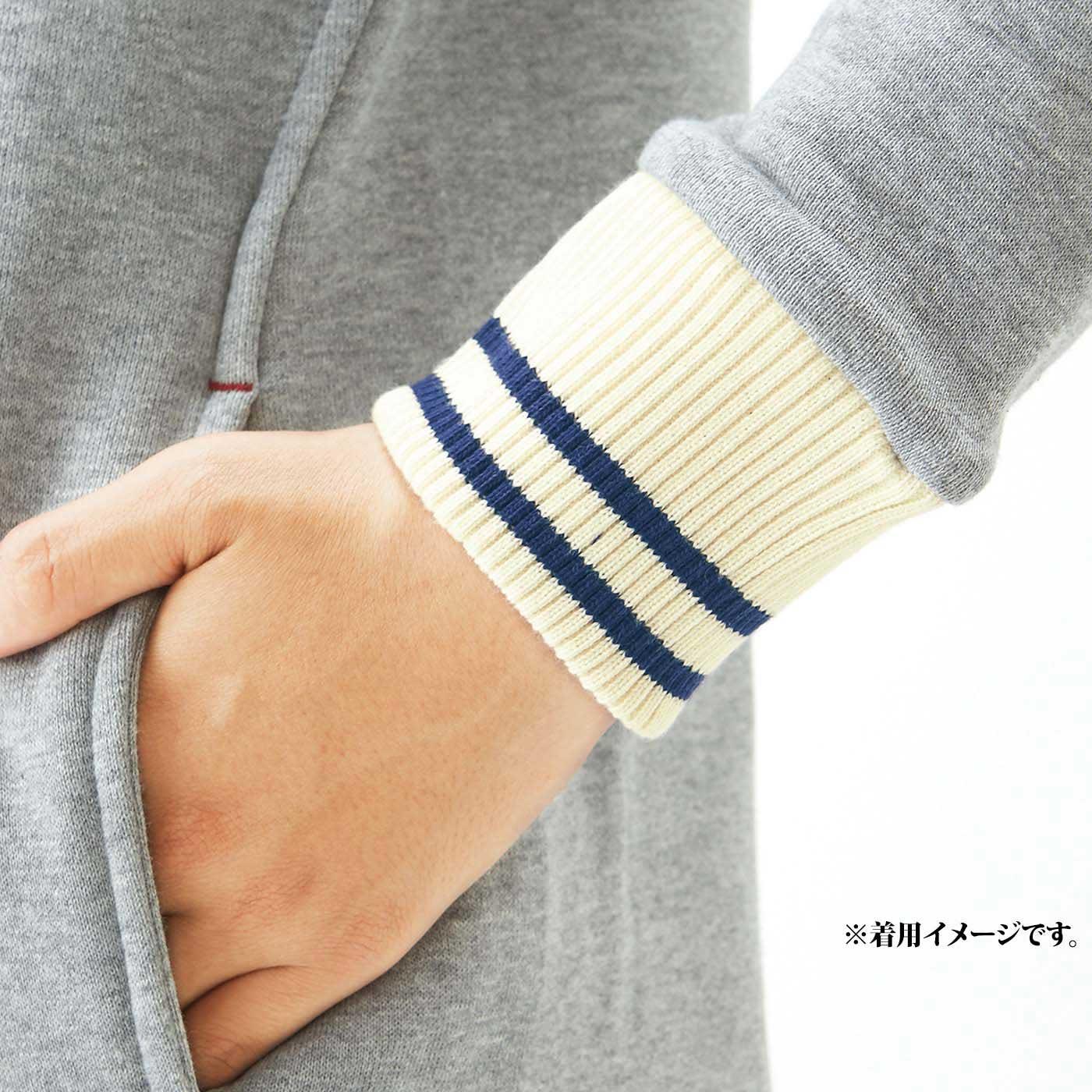 手もとを美しく見せるリブ遣いで、手首からのすき間風をブロック。