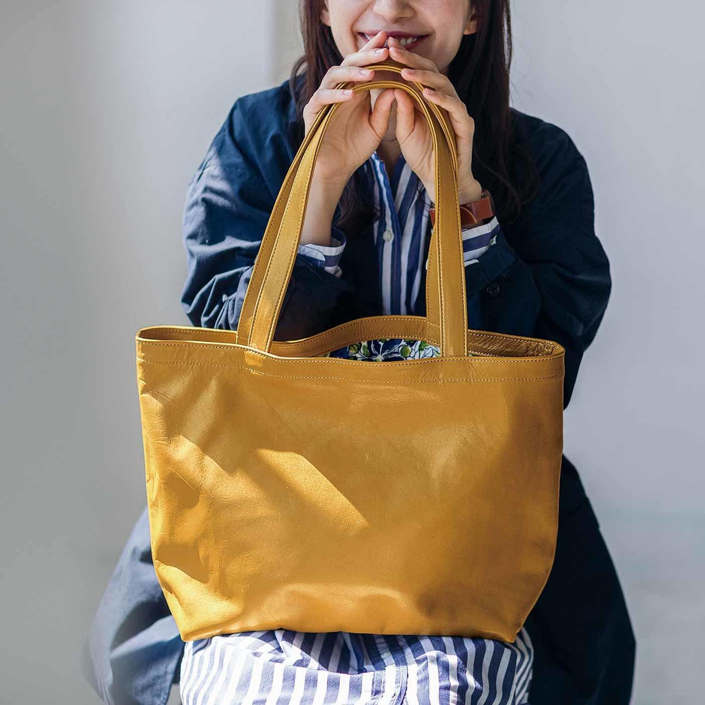 サニークラウズの生地で誂(あつら)えた オールレザーシンプルトートバッグ〈イエローキャメル〉[本革 鞄:日本製]