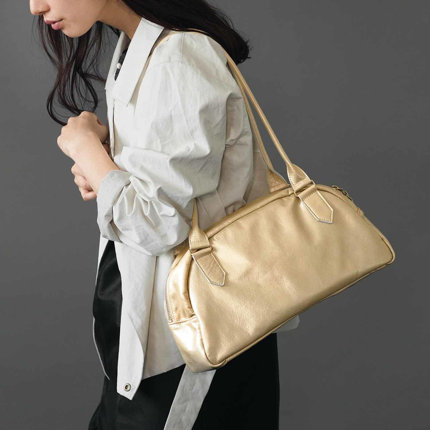 スタイリスト×職人仕上げ 女性をいつでも美しく見せるくったりレザーの上品ボストンバッグ〈シャンパンゴールド〉[本革 鞄:日本製]