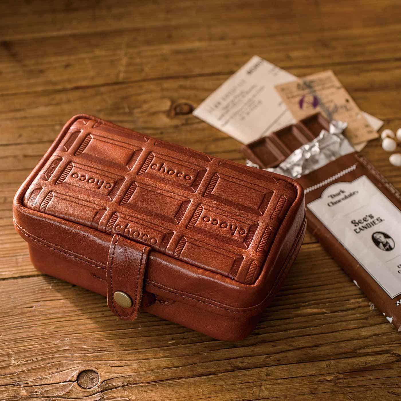 チョコ型押しで誂(あつら)えた 本革小箱ポーチ〈カカオブラウン〉[本革 ポーチ:日本製]