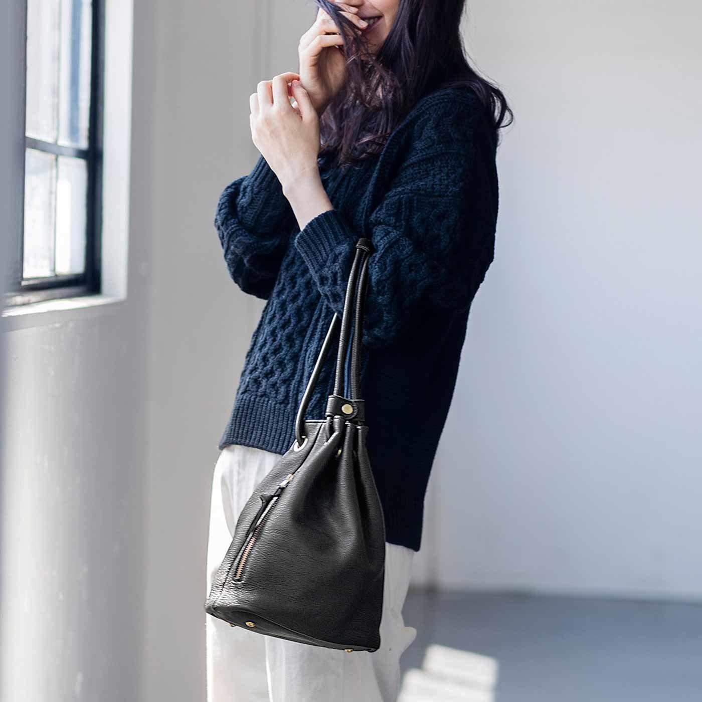 鞄(かばん)作家と作った 本革やわらか巾着(きんちゃく)バッグ〈ブラック〉[本革 鞄:日本製]