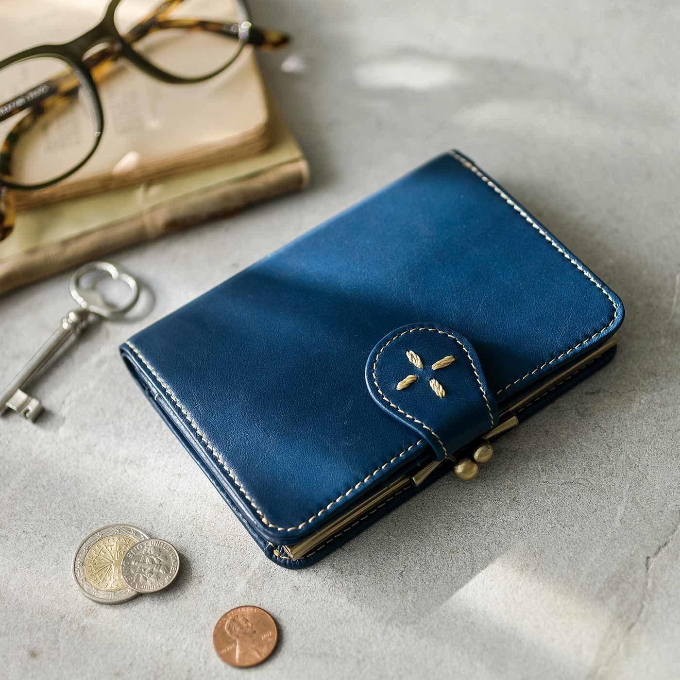 本革スマート仕上げ がま口付き大人折り財布〈ライトブルー〉[本革 財布:日本製]