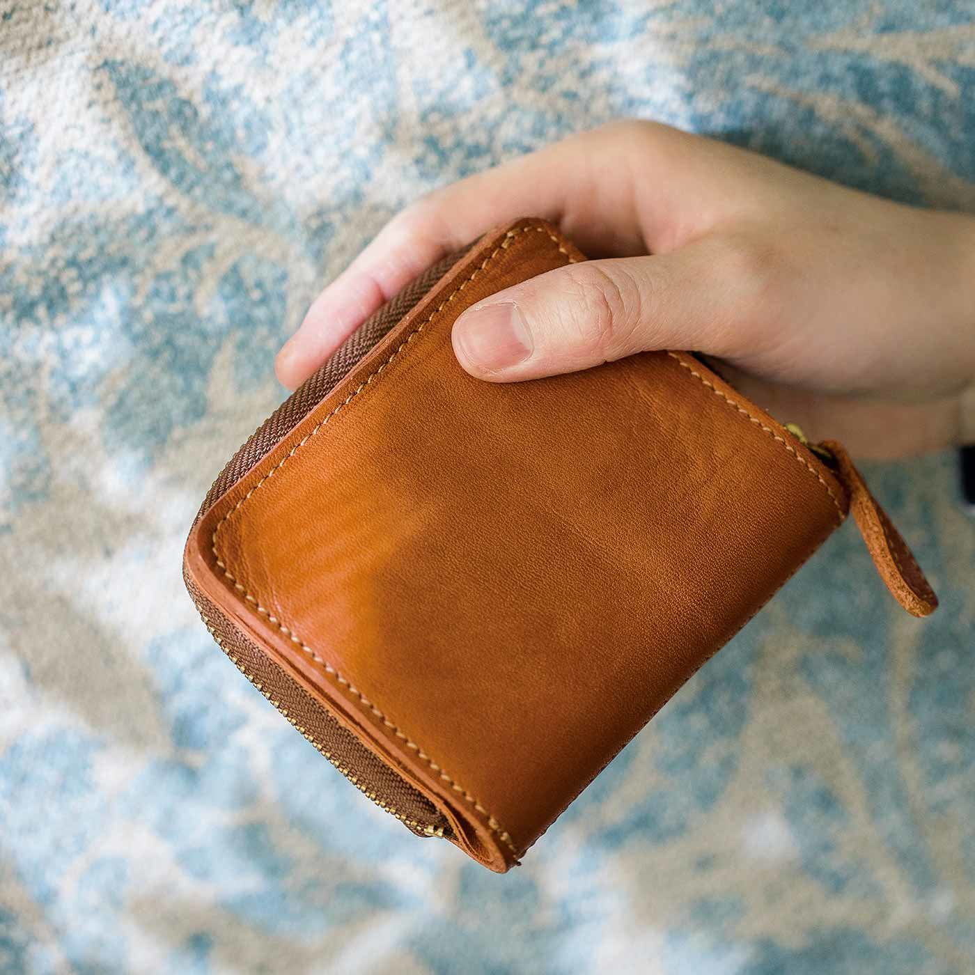 鞄(かばん)作家と作った ラウンドジップ本革折り財布〈キャメル〉[本革 財布:日本製]