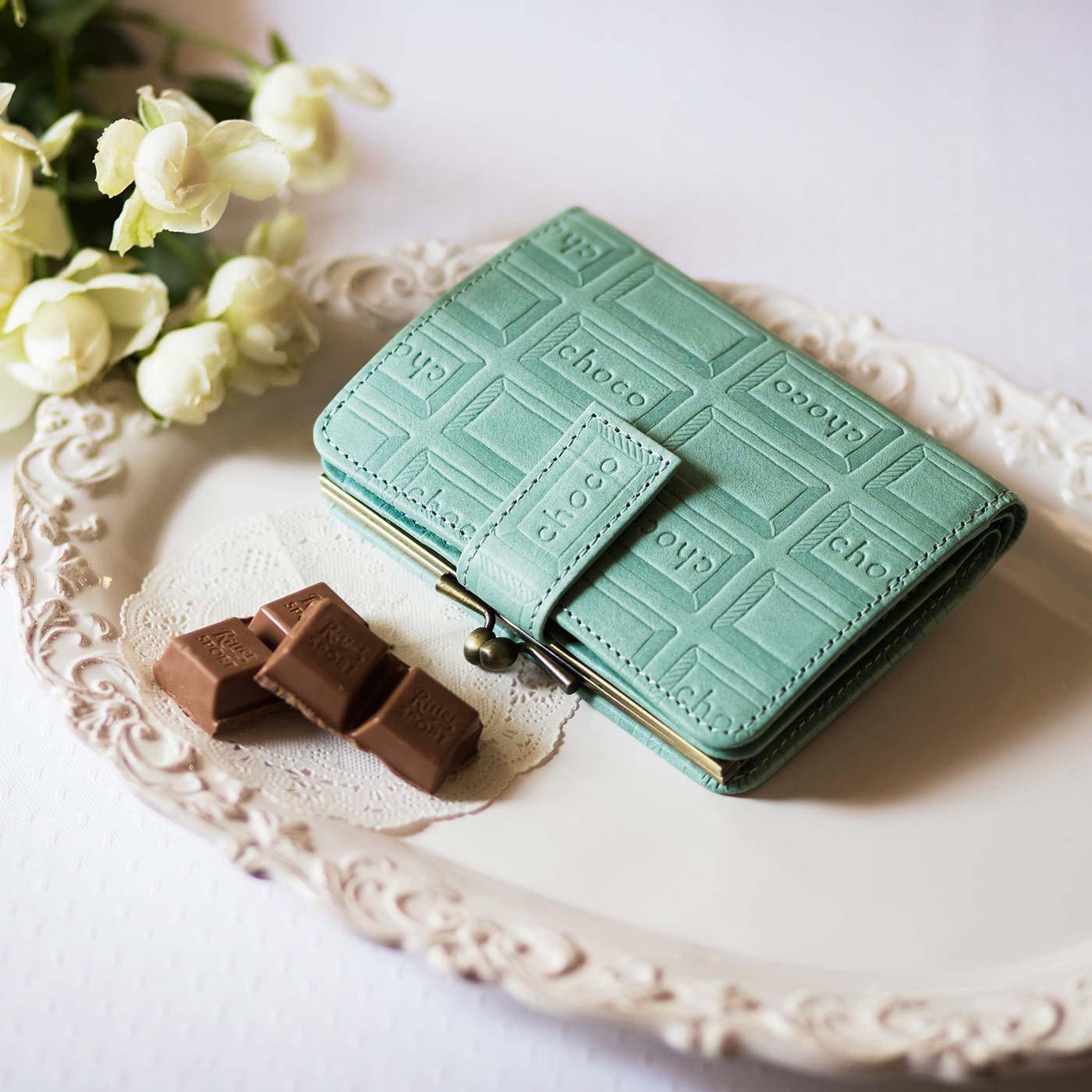 チョコレートバイヤーとコラボ! チョコ型押しで誂(あつら)えた 本革がま口付き折り財布〈ミントブルー〉[本革 二つ折り財布:日本製]