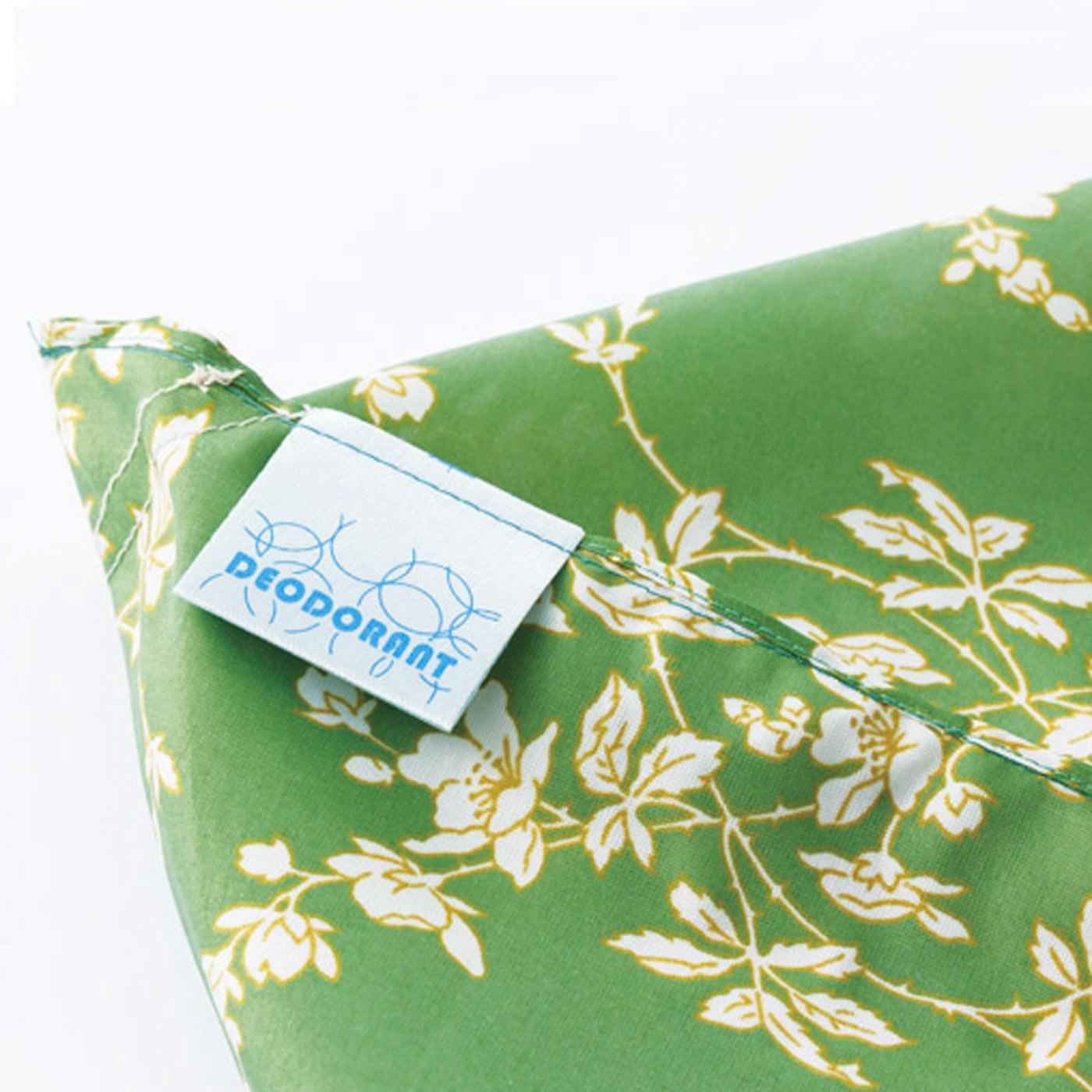 バッグの内側に縫い込んだデオドラントネーム(R)が、汗などのにおいの原因(アンモニア・酢酸・イソ吉草酸)を軽減します。